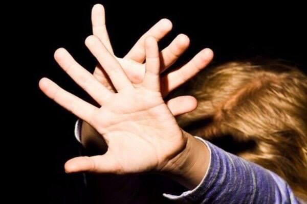 «Он завел его в сарай в деревне»: 32-летний мужчина жестоко поиздевался над 3-летним малышом