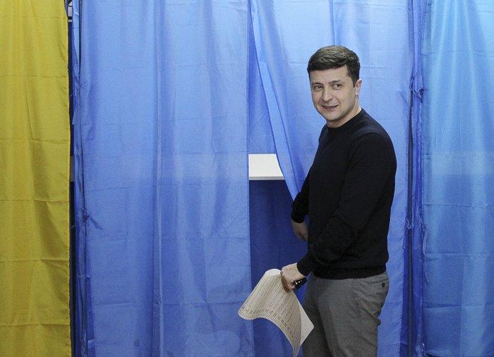 Не спал всю ночь: Владимир Зеленский проголосовал на выборах президента