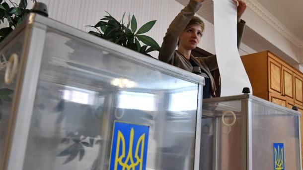 100% бюллетеней обработано по заграничному округу: за кого голосуют украинцы вне страны