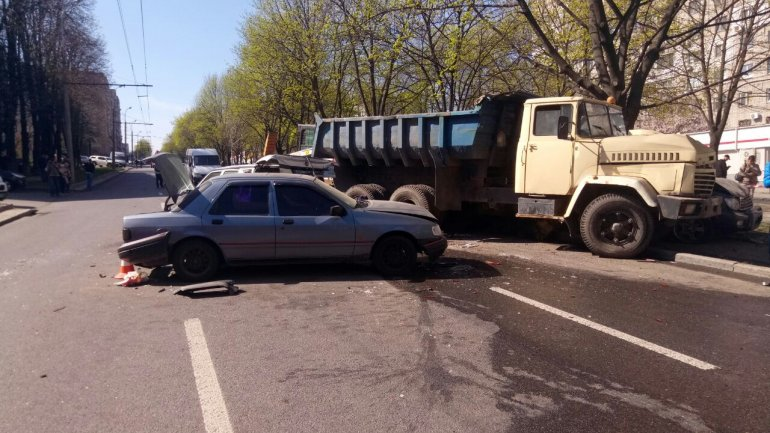 11 разбитых машин и груда металла: все подробности ДТП в Днепре