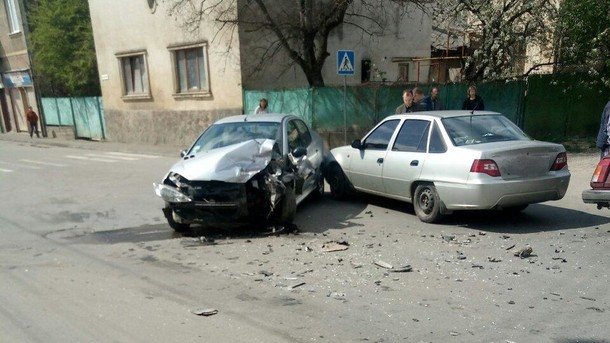 Не смог затормозить по встречке на повороте: страшное ДТП на Закарпатье, среди пострадавших дети