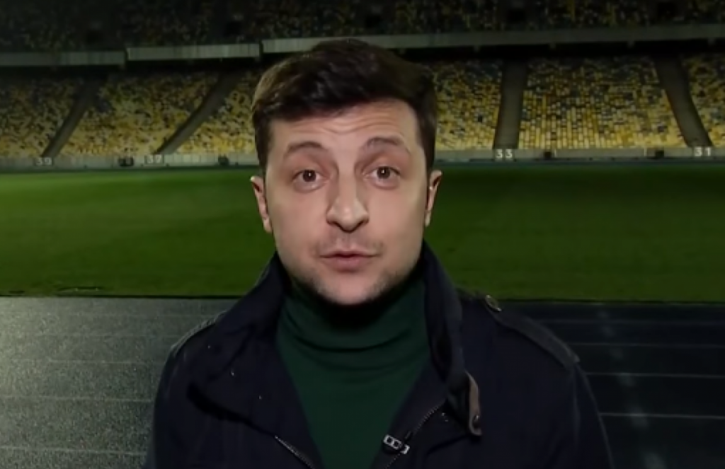 «Они против свободного доступа людей на стадион!»: Зеленский записал новое мощное обращение к украинцам перед дебатами