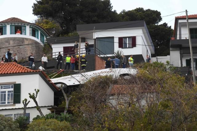 Вылетел прямо на дом: в страшном ДТП на Мадейре погибло 28 человек