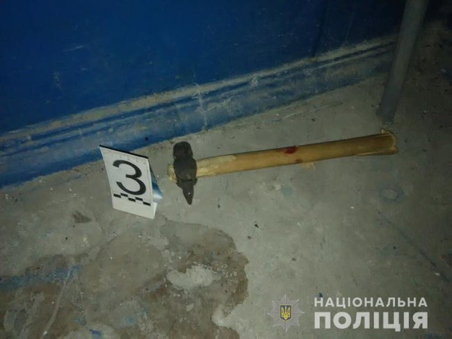В Каменском злоумышленник с ножом и молотком напал на копов — четверо пострадавших