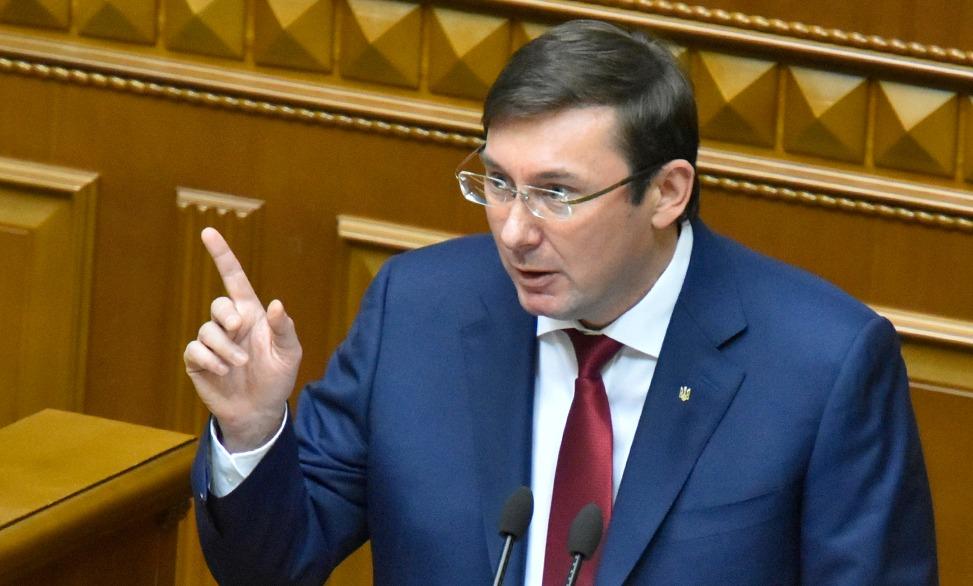 «На место Луценко, да еще и женщина»: Ряд активистов предложили свою кандидатуру на должность Генпрокурора