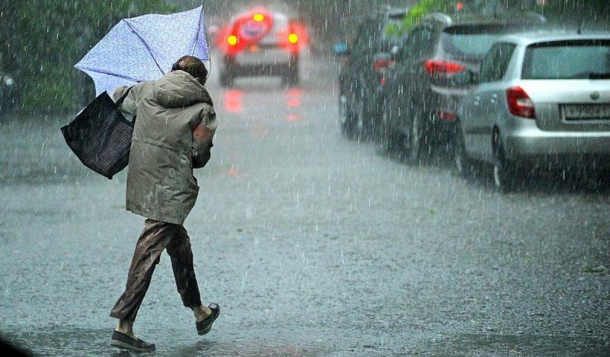 Желтый уровень опасности: В половине областей Украины объявлено штормовое предупреждение