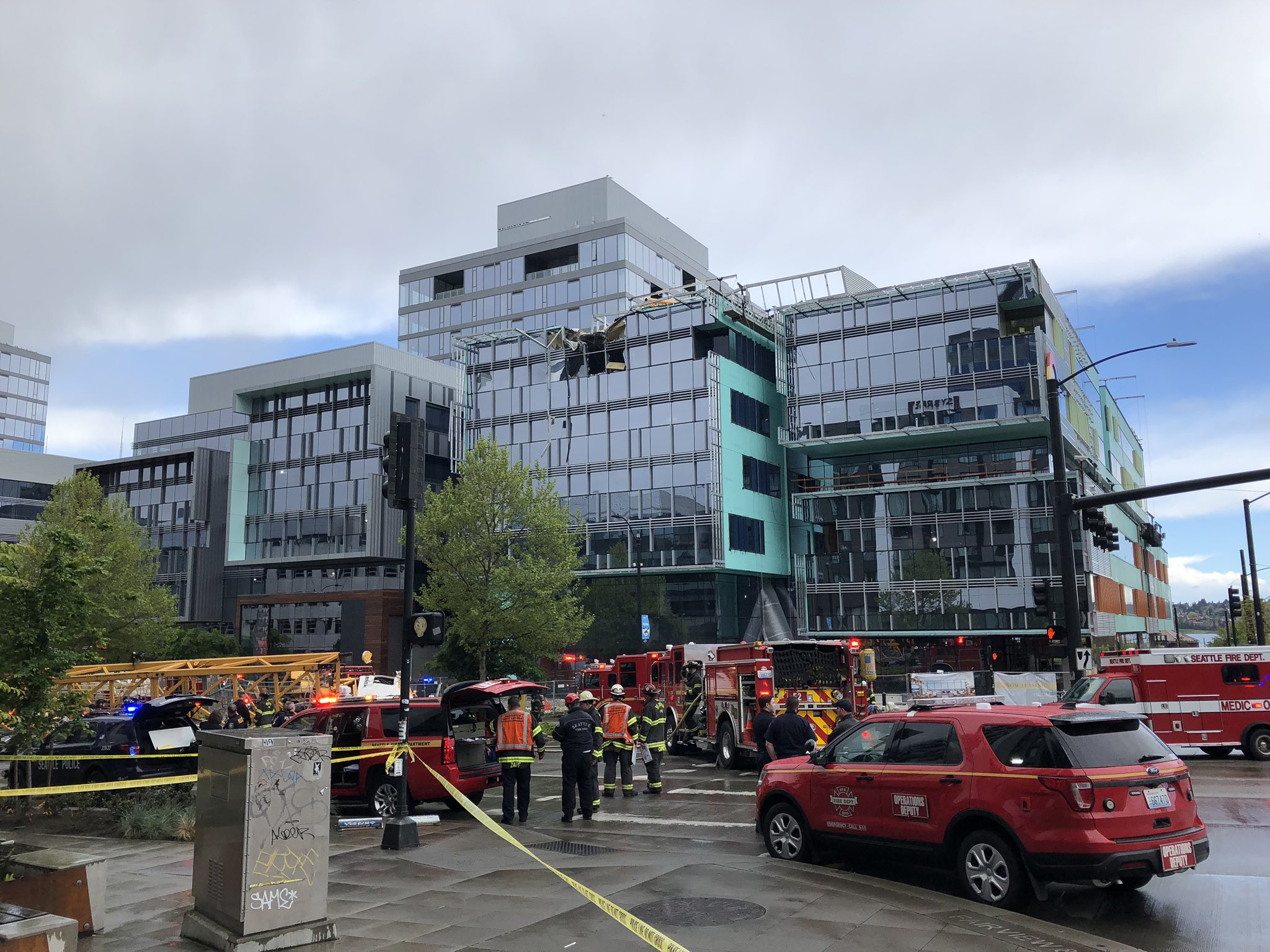 В США на больницу рухнул строительный кран: есть жертвы