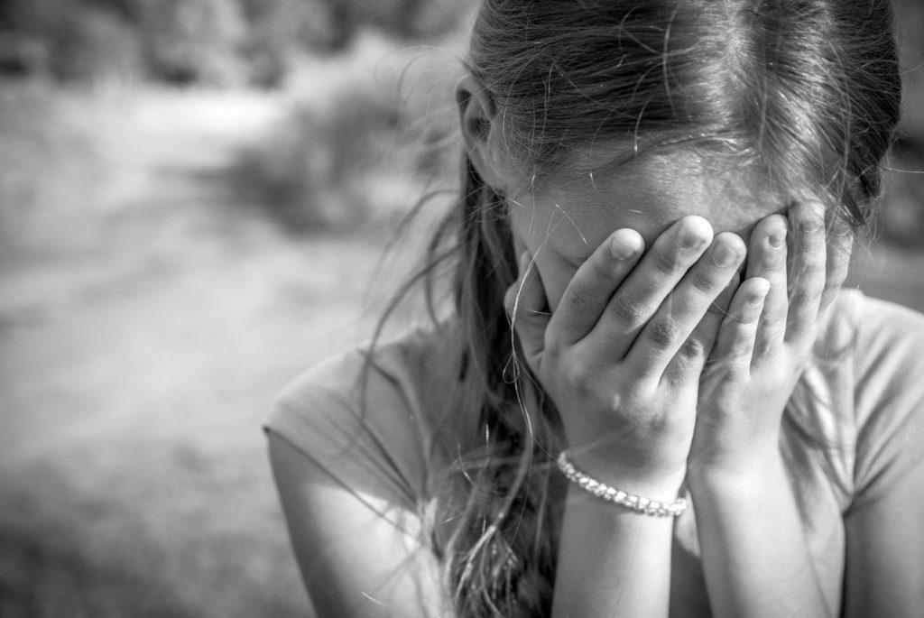 «Открывал ей рот, куда сам заливал алкоголь»: На Донетчине отец развращал 15-летнюю приемную дочь