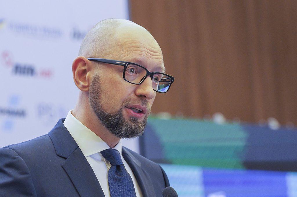 Объеденятся ради Украины? Яценюк уговаривает НФ идти на выборы с Гройсманом