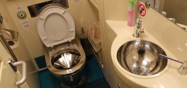 Унитаз на вес золота: Укрзализныця платит за один туалет по миллиону гривен