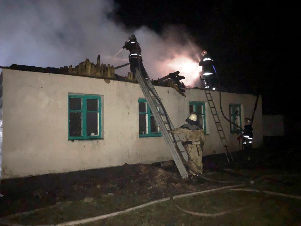 Сгорело все до последней парты: в Житомирской области страшное горе — подожгли школу
