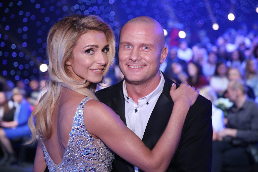 «Невероятная пара!» После развода Марина Узелкова вышла в свет с молодым красавцем