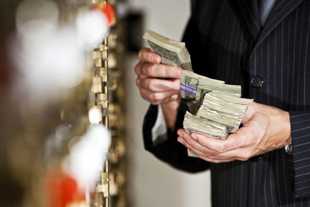 Где можно взять деньги под проценты кроме банков?