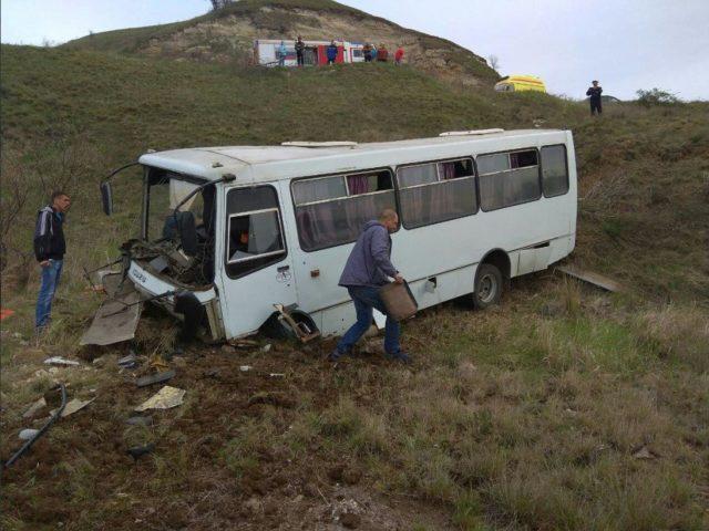 Трагедия в Крыму: пассажирский автобус слетел в овраг