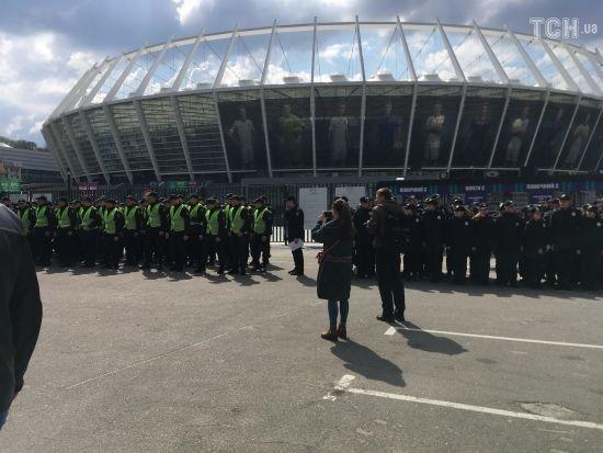«Парализованное движение транспорта и тысячи силовиков»: «Олимпийский» готовится к дебатам