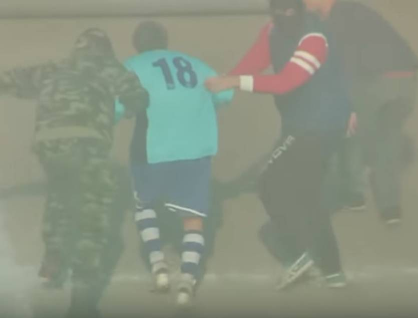 «Посадили самолет прямо на поле»: Известного футболиста похитили прямо посреди матча