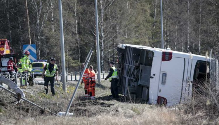 В центральной Швеции перевернулся автобус с туристами, есть пострадавшие