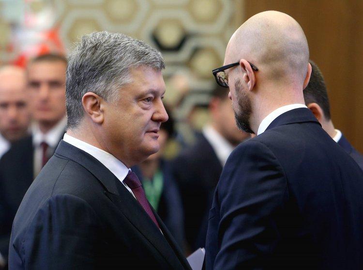 «Ограничить жестко и грубо»: Порошенко и Ко пытаются не допустить Зеленского к власти