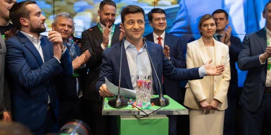 «Почему нет?»: Зеленский не исключает возможности назначения Порошенко на высокую должность в правительстве