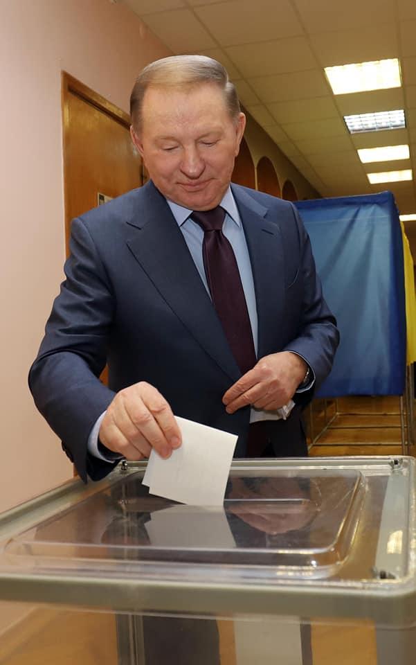 Проголосовав, Леонид Кучма обратился к будущему президенту