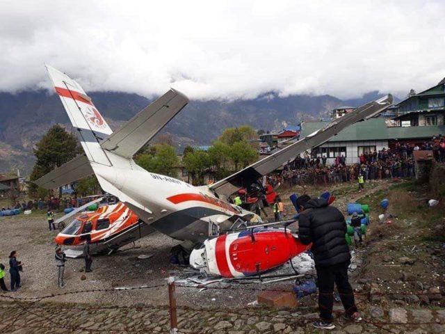 В аэропорту самолет столкнулся с вертолетами: есть жертвы