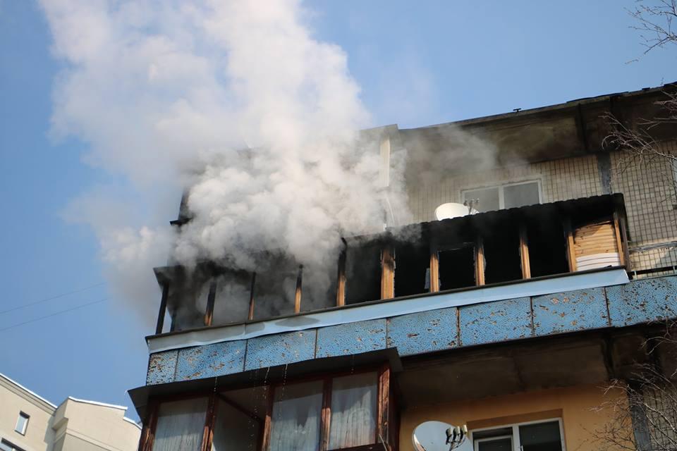 Погиб в огненной ловушке: страшный пожар охватил одну из столичных многоэтажек