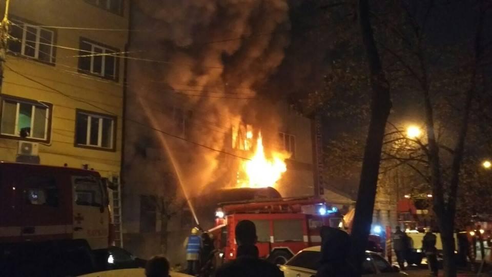 В Харькове всю ночь горел банный комплекс: Есть пострадавшие, 50 человек эвакуированы