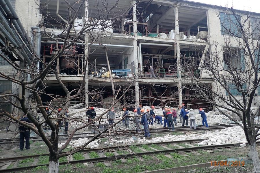 Взрыв на заводе в Лисичанске: При разборе завалов найдено погибшую женщину