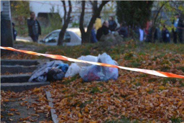 Лечили его в гараже: В Одессе прямо посреди улицы выбросили тело пожилого мужчины