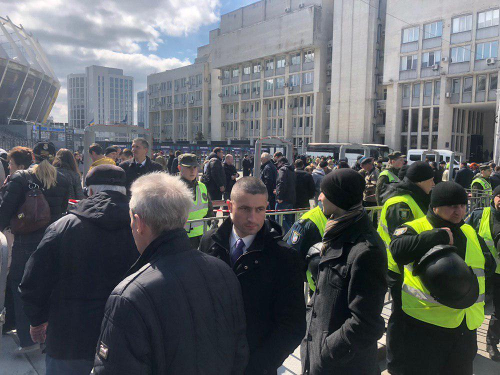 «Соло Порошенко на» Олимпийском «: К стадиону стягивают полицию и Нацгвардию