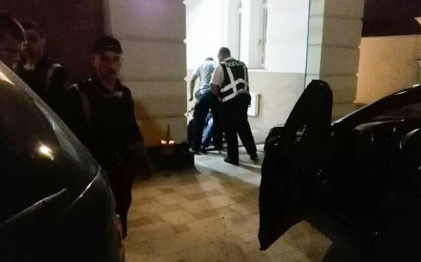 «Защищал жену или качал права?»: Известного депутата подстрелили в отеле. Потрясающие подробности