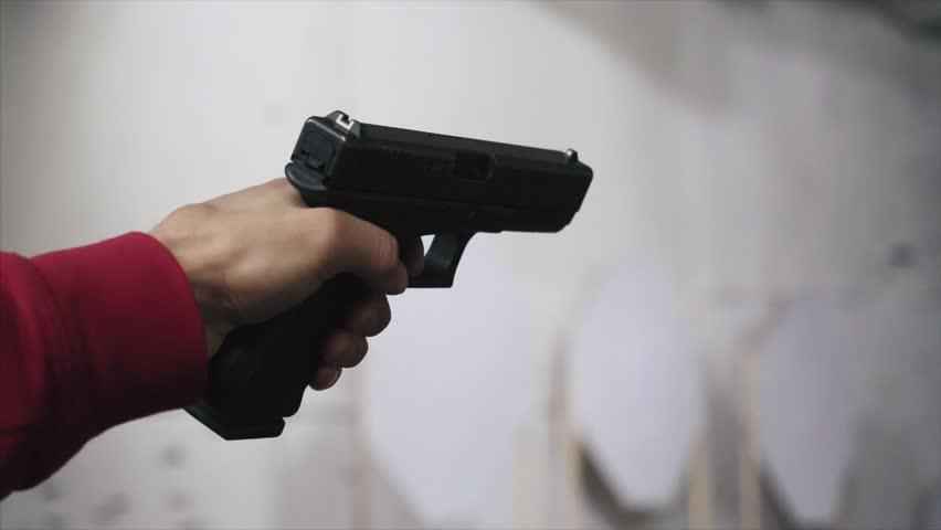 В Киеве произошла стрельба в баре: ранено известного журналиста