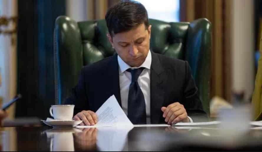 Дата выборов и роспуск Рады: первый опубликованный указ Зеленского