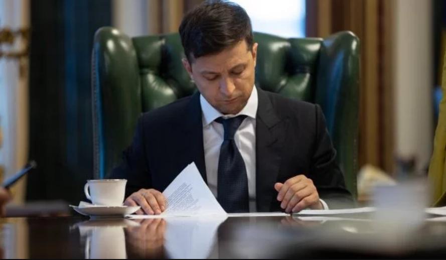 «Ровно 2 месяца до выборов»: Зеленский подписал указ о роспуске Верховной Рады