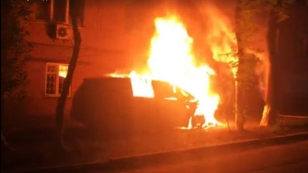 «Подло, исподтишка, не по-мужски»: В Киеве сожгли автомобиль главного редактора телеканала