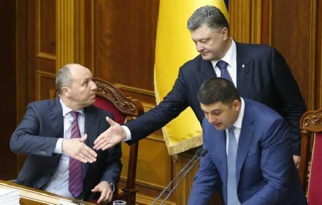арубий, Гройсман и Порошенко: Суд планирует запретить выезд за границу всей команде Президента