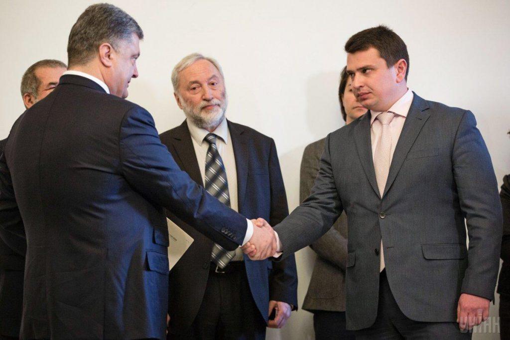«Отсутствие у президента полномочий»: Скандальный депутат подал иск против Порошенко и Сытника