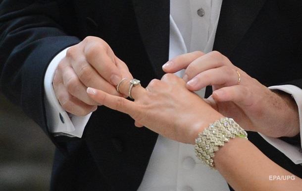 «Обменяются клятвами возле открытого гроба»: Пара шокировала Сеть решением похоронить тетю на своей свадьбе