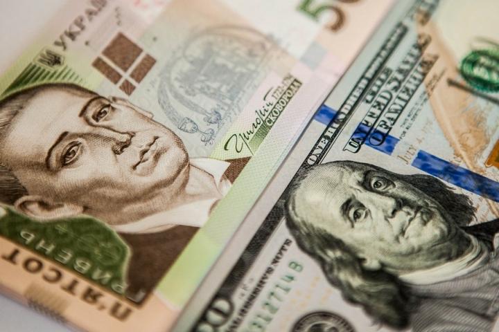 Доллар вверх, а евро вниз: Свежий курс валют на 24 мая
