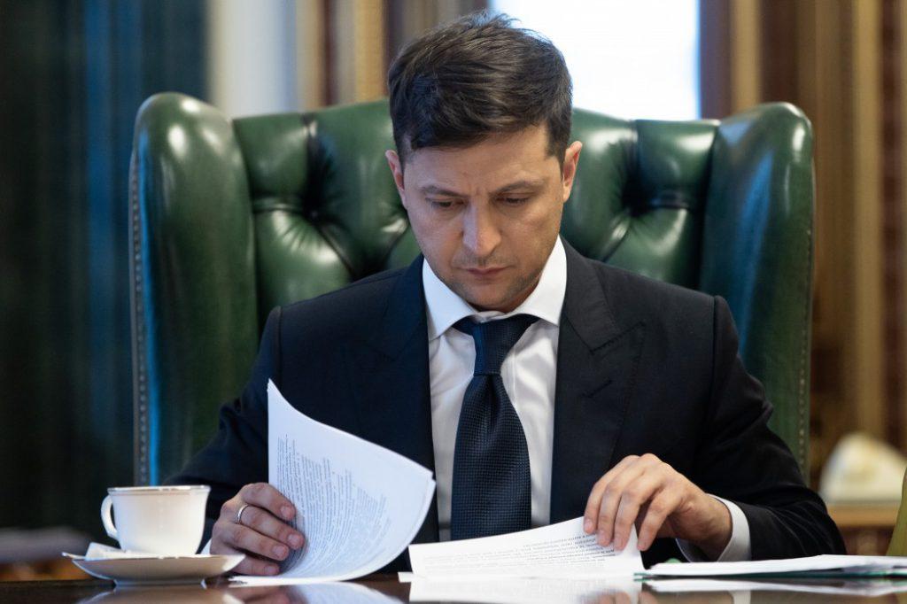 Владимир Зеленский отменил два указа своего предшественника Порошенко о назначении должностных лиц