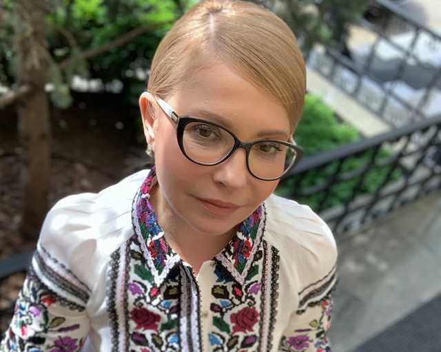 «Имеют ли право коррупционеры одевать вышиванку?»: Тимошенко обратилась к украинцам