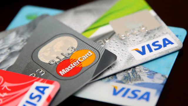 Банки будут возвращать украденные с карточки деньги. Что нужно знать