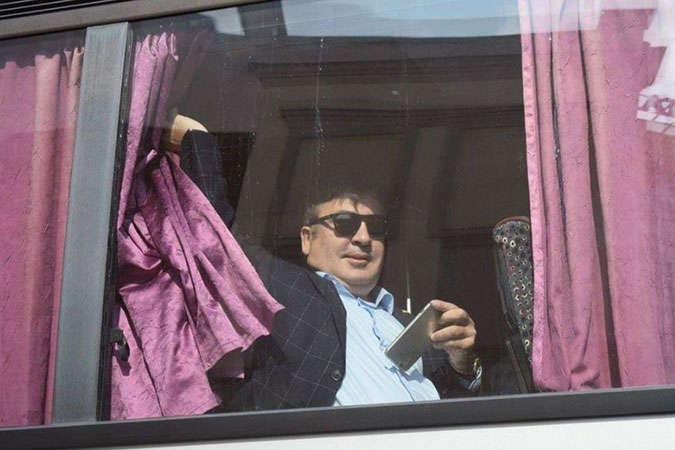 «С караваем, песнями и танцами»: Саакашвили вернулся в Украину. Как это было