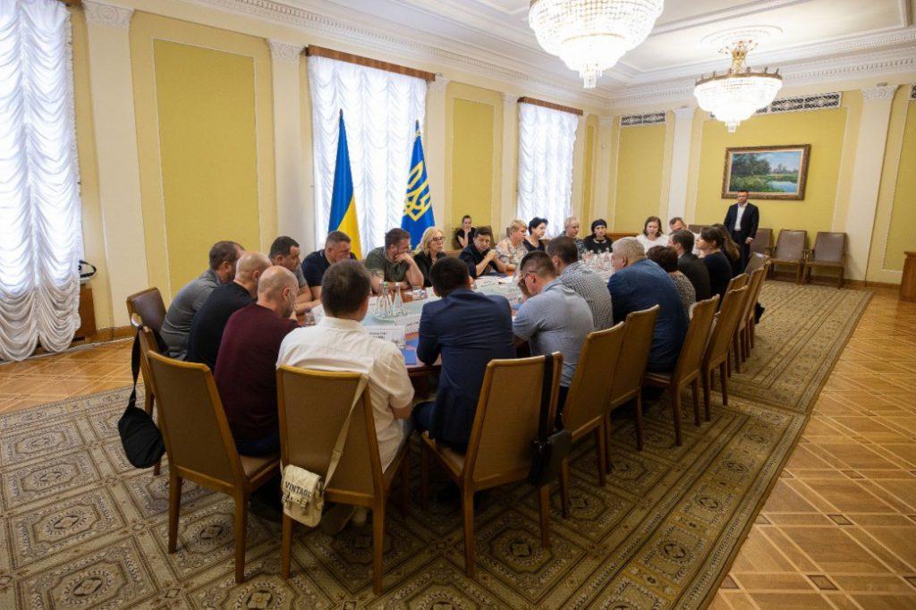 Возвращение наших ребят домой! Громкое заявление президента Зеленского на встрече с родственниками пленных