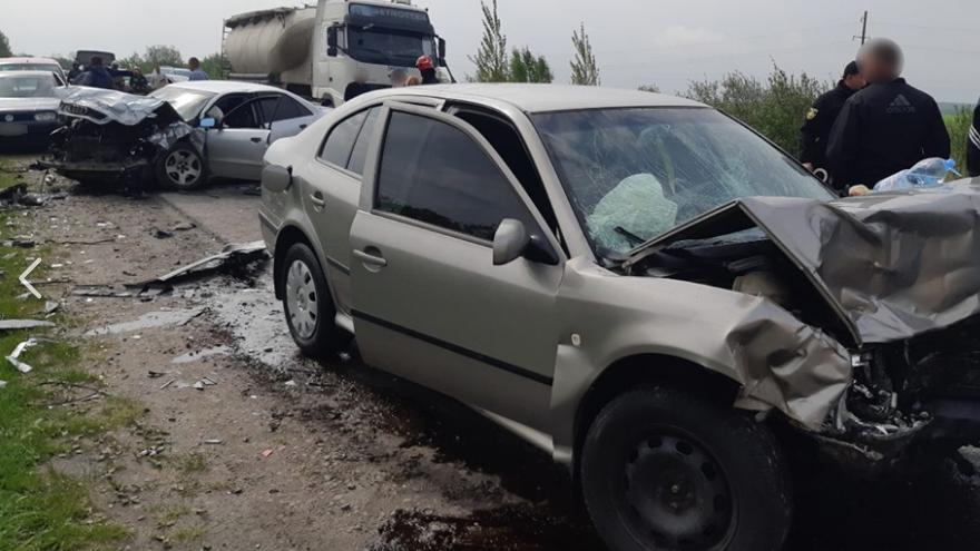 «Авто превратились в груду металлолома»: На Львовщине произошло масштабное ДТП с пострадавшими
