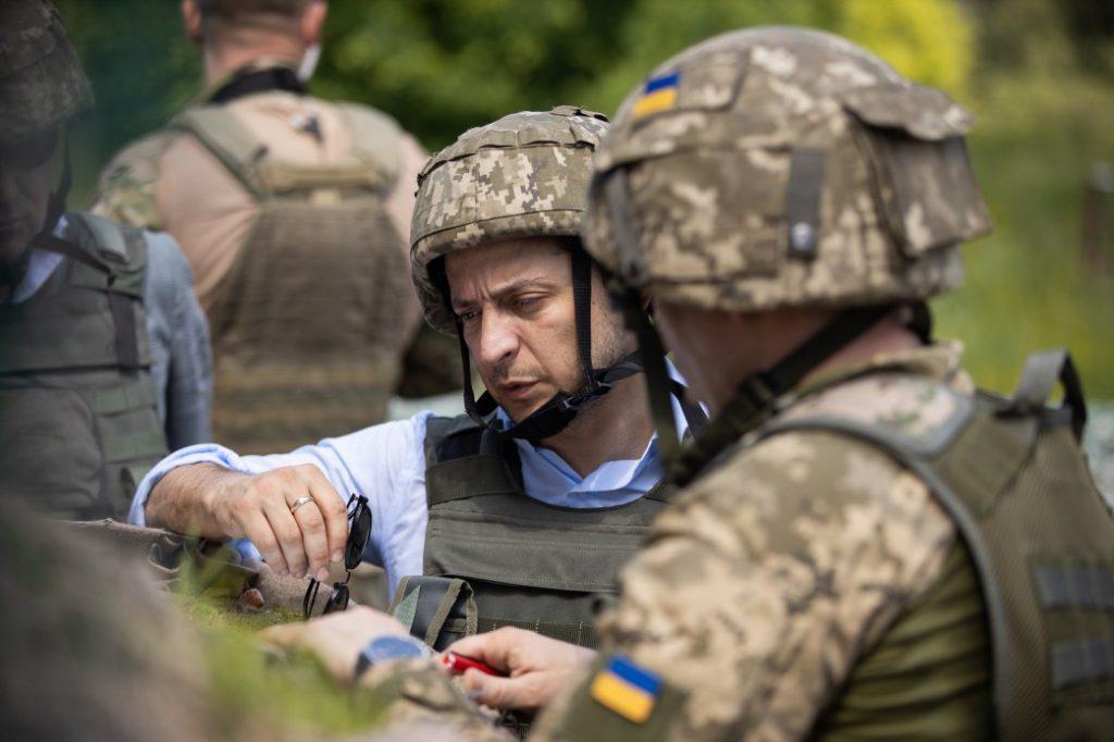 «В 400 метрах от врага» Президент Зеленский поехал на фронт, на передовую. Что происходит?