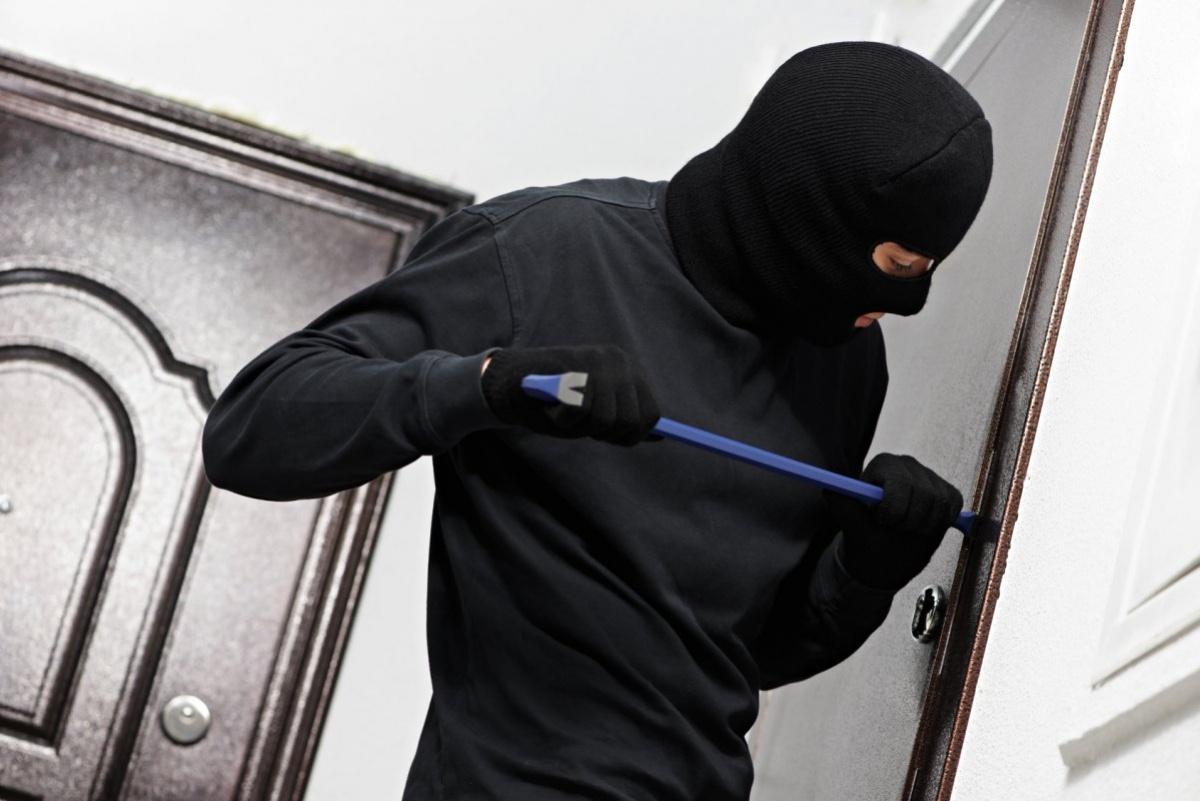 40 тыс. долларов и 20 тыс. евро «Под Киевом дерзко ограбили известного нардепа