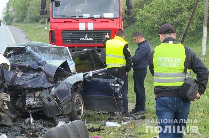 Тела пришлось вырезать из авто: В смертельной аварии в Винницкой области погибли четыре человека
