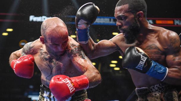Уайлдер в первом раунде выбил для себя победу и остался чемпионом