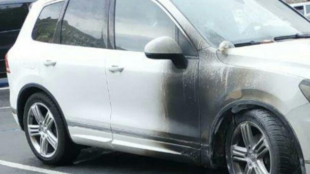 Пламя охватило почти все авто: в Харькове неизвестные подожгли автомобиль чиновника мэрии